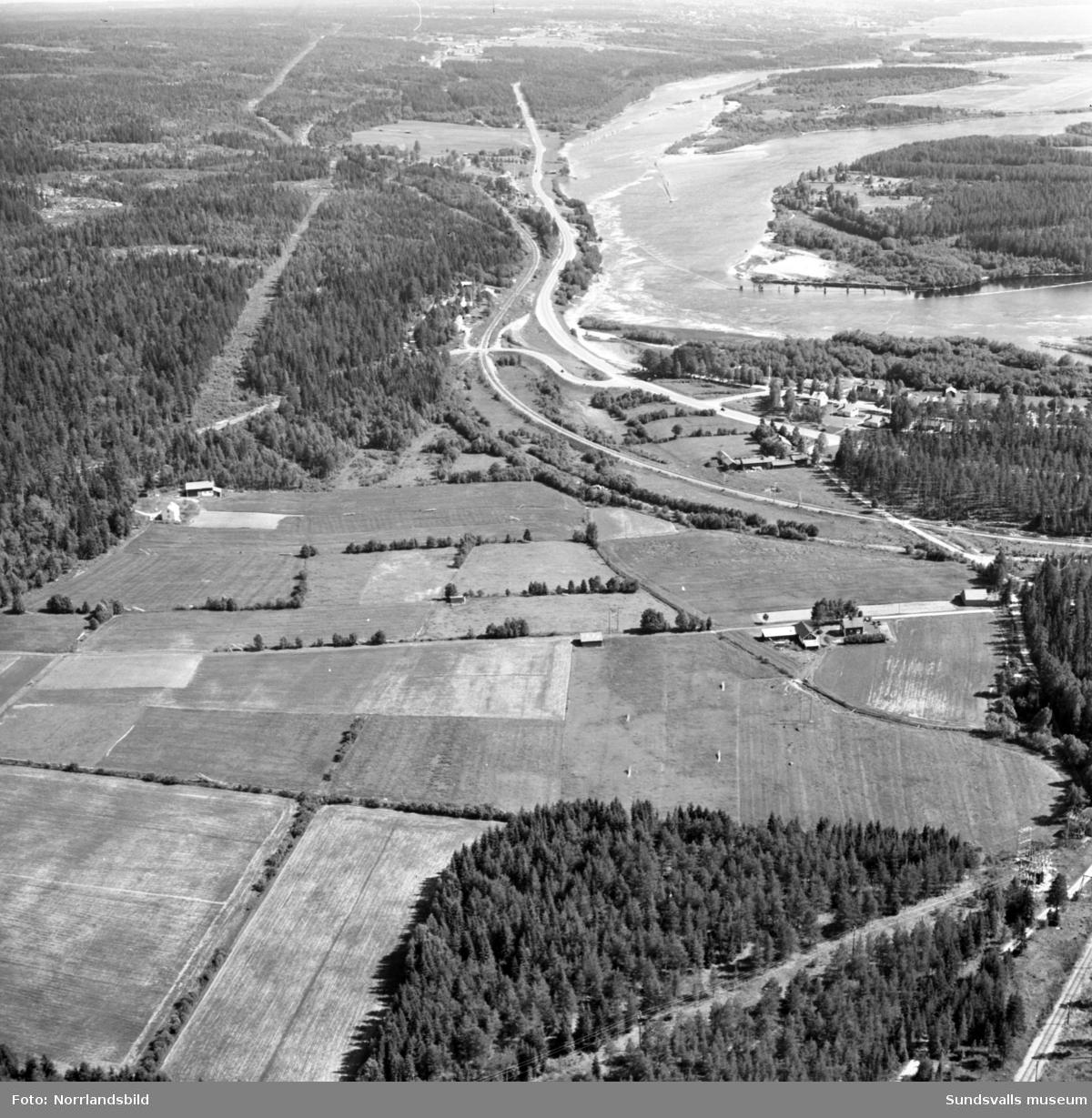 Flygfoton över Stavreviken och nedre delen av Ljustorpsån med omnejd.