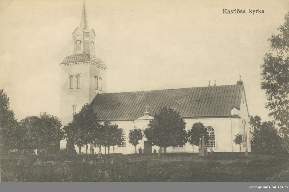 Kastlösa kyrka, vid östra landborgen, består av ett i tre skepp indelat rektangulärt kyrkorum med kor i öster, sakristia i norr och torn i väster. Tanken var att den medeltida klövsadelskyrkans västtorn skulle ingå i den nya kyrkan. Tornet dömdes emellertid ut som alltför oformligt och svagt, varför en helt ny kyrka kom att uppföras norr om den gamla.  1855 stod den färdig, byggd av Peter Isberg fritt efter Hawermans ritningar.  De vitputsade murarna täcks av sadeltk, tornet kröns av en lanternin med en kort spira. Ingången o väster leder in i kyrkorummer. Den urpsrungliga portalen i söder förvandlades vid renoveringen 1953-54 till ett fönster. Renoveringen sate störst spår i kyrkans inre som omformades på ett enhetligt sätt. De tre fönster som lyste upp östväggen sattes igen och ersattes av en stor, dominerande fresk av Waldemar Lorentzon.  Kyrkorummet täcktes med ett plant tak med synliga bjälkar, och med kalkstenskolonner delades det in i tre skepp. Samtida är även bänkinredning och predikstol.