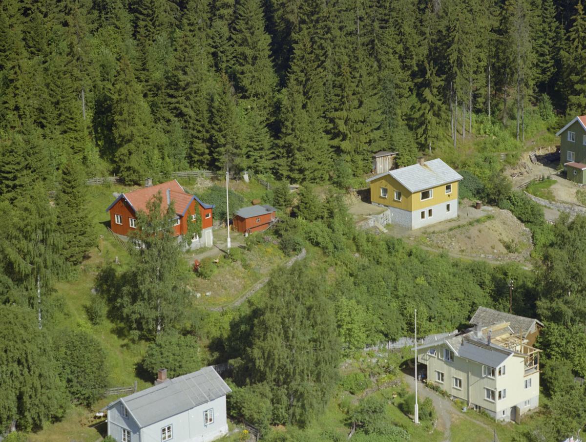 Lillehammer, Vingnes. Det lysegule huset nederst til høyre er Hovslivegen 27, mens det gule huset bak er antatt å være Risesvingen 27.