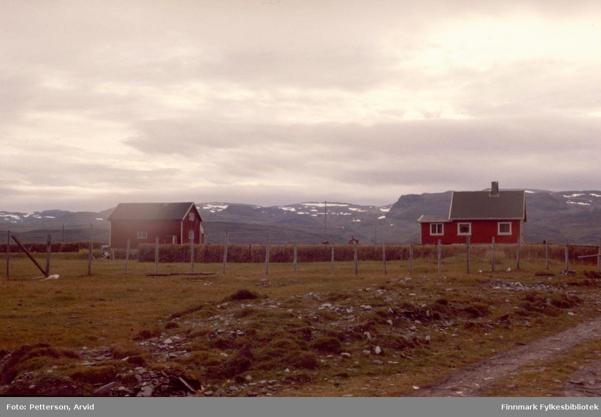 Paul Andersens jordbruk i Selkopp i Kokelv. Bildet er tatt på 1970-tallet.