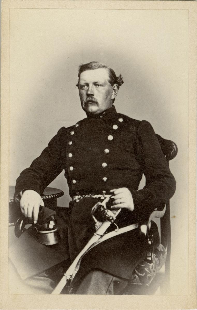 Porträtt av Adolf Malcolm Åberg, kapten vid Jönköpings regemente I 12. Se även AMA.0009328.