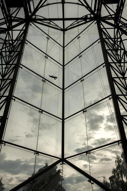 Vestveggen i vernebygget over katedralruinen. (Foto/Photo)