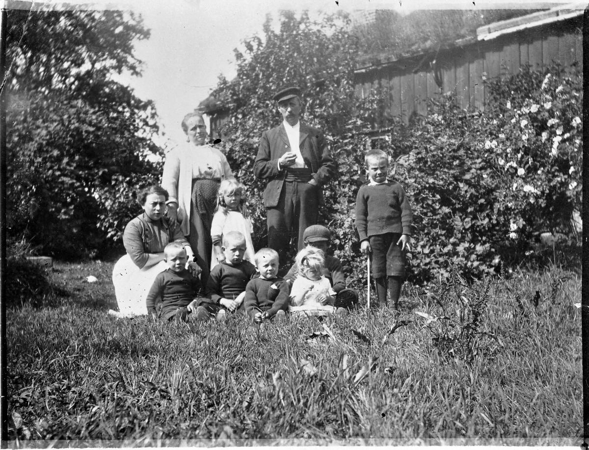 Familiebilde, Hopsjø, Hitra
