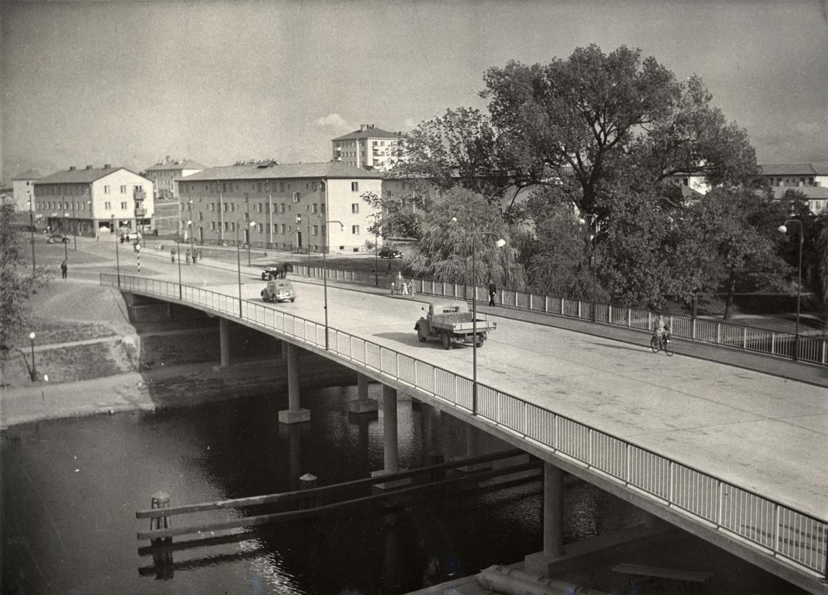Drottningbron sedd mot Tanneforssidan.