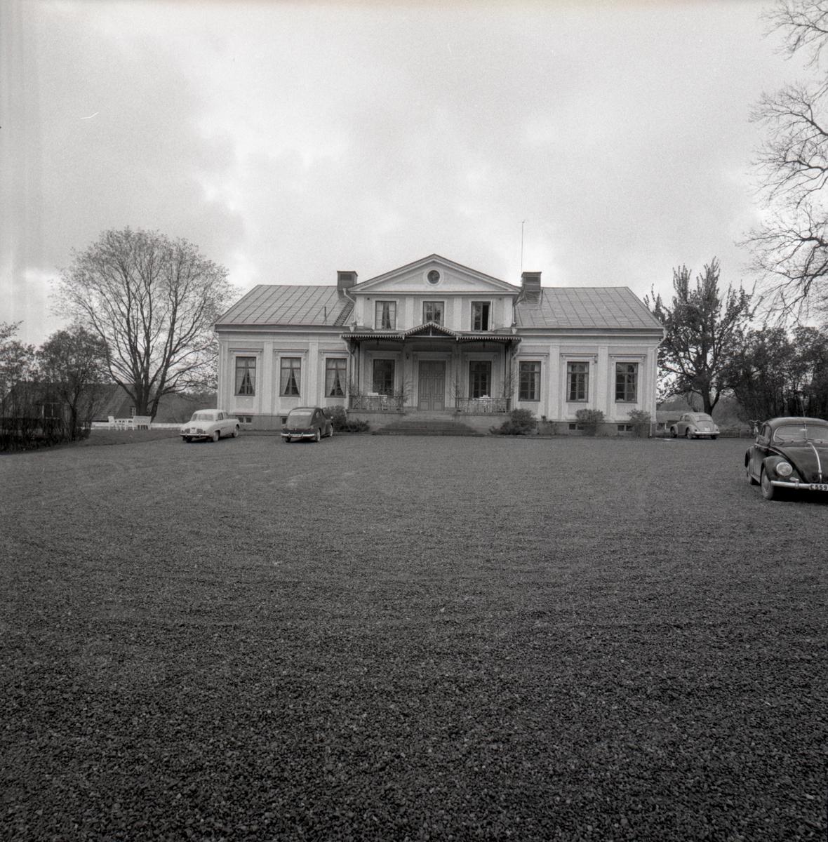 Orig. text: Valla gård ext. Valla fritidsområde. Valla gård, huvudbyggnaden, uppförd 1859.