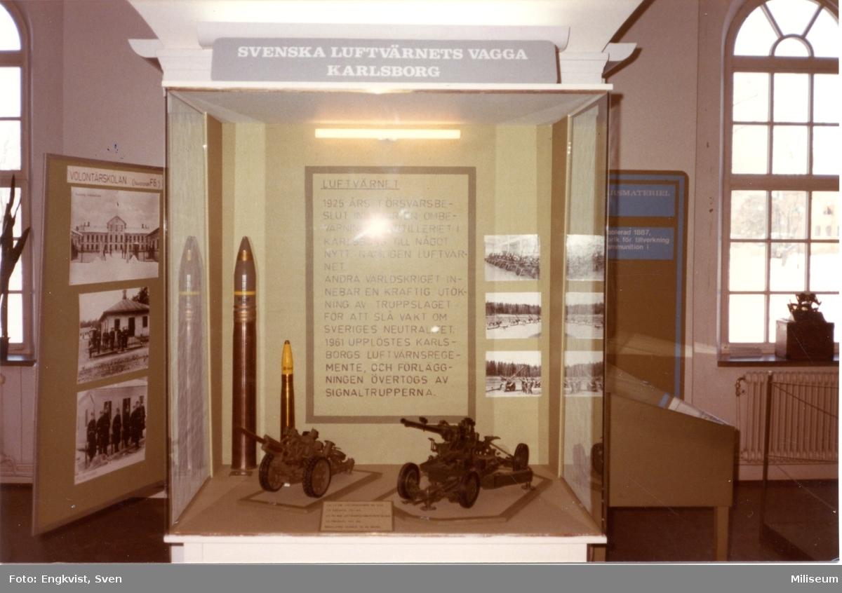 Muséum, Karlsborg. Modeller av luftvärnskanoner.