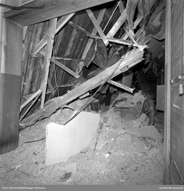 En tidig morgon i slutet av december 1965 blev snömassornas tyngd för mycket för taket på stadens bussgarage vid Landsvägsallén. Lyckligtvis hade de 30-talet bussförarna precis hunnit iväg för att påbörja dagens körningar då taket till de tidigare spårvagnsstallarna rasade samman. Chaufförerna hade dock parkerat sina privata bilar i garaget så de materiella skadorna blev stora. En buss och tre personbilar totalförstördes och ytterligare ett tiotal bilar skadades. Två av garagelängorna fick rivas helt medan de två vänstra finns kvar än i dag (2017).
