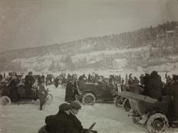 Bilrace på isen.