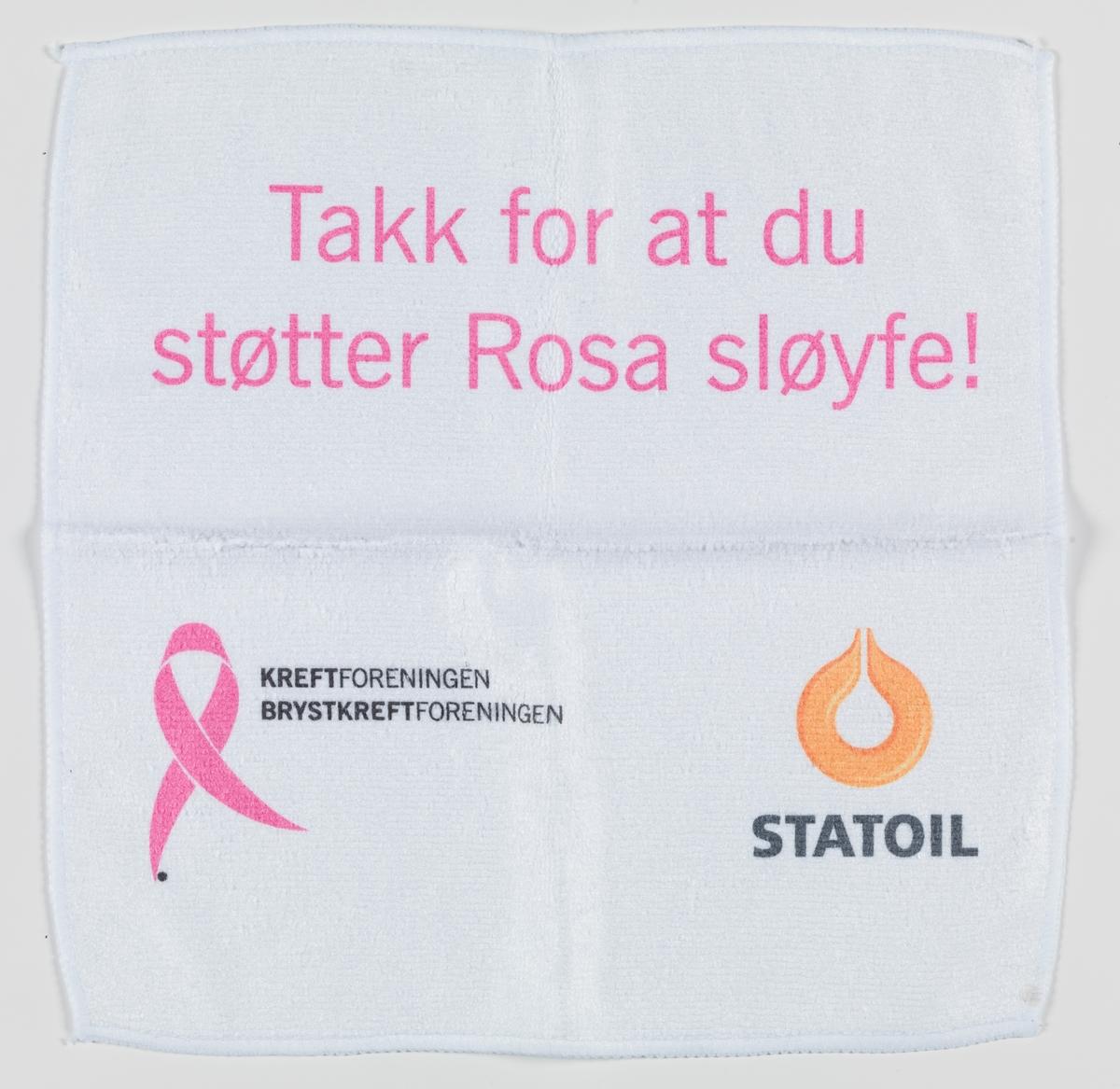 Vaskeklut del av objekt Vaskekluten er hvit med rosa påskrift og logoen til Rosa sløyfeaksjonen o glogoen til Statoil