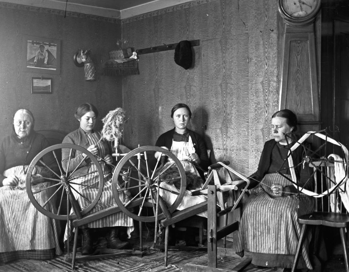 Fyra flitiga kvinnor