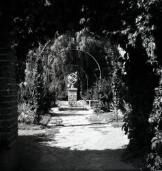Solur i parken vid Läroverket.