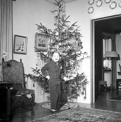 Vid julgranen.