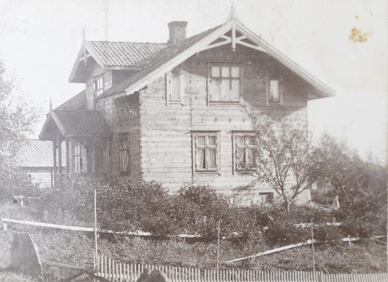 Nytt bolighus i sveitserstil ca 1910, antakelig fra Strømmen Trævare.