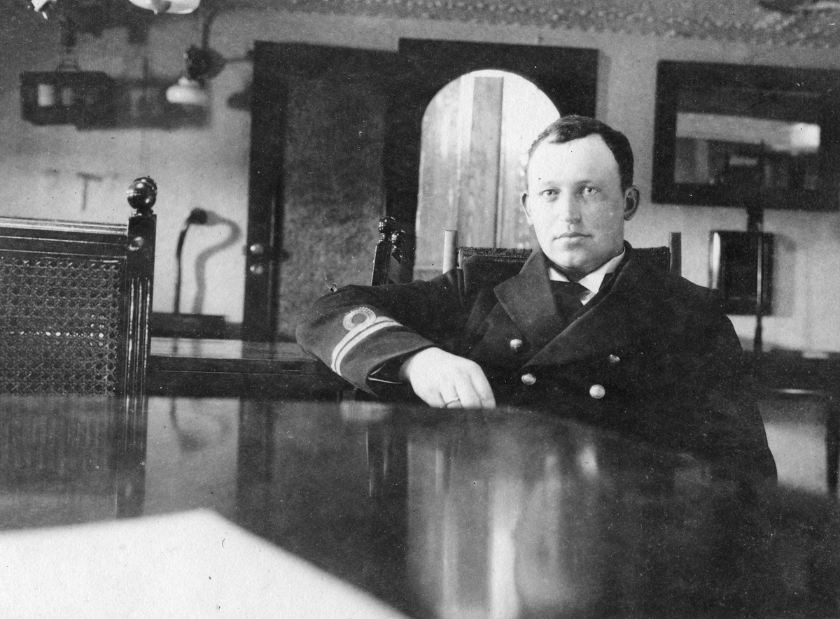"""Løytnant Erik Balke. Kanonbåten, ""Viking"" 1918"""