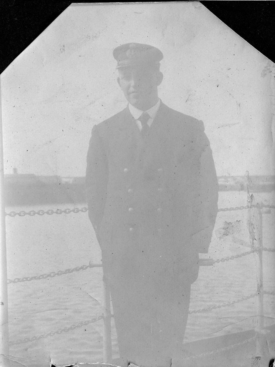 """""""Løytnant Bjarne B. Sjong""""""""På kanonbåten """"Fritjof, 1916"""""""