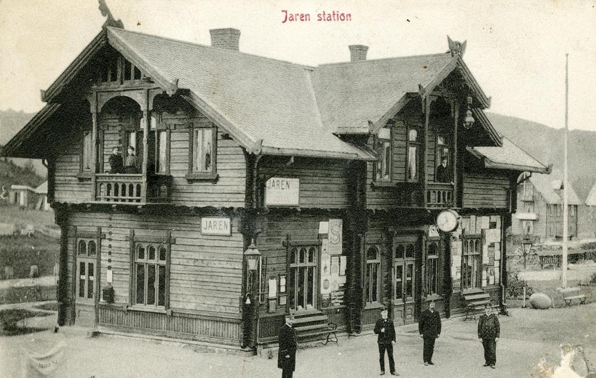 Postkort med bilde av Jaren stasjon. Kortet er sendt til Ole Islandsmoen, Bagn den 03.01.1912.
