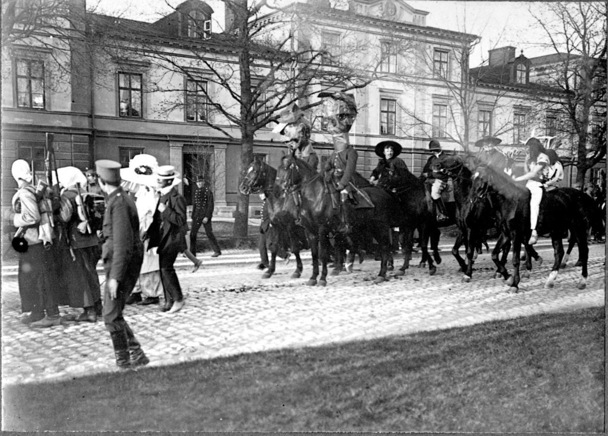 Karnevalståg på Befälsgatan, Karlsborg.
