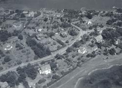 Flygfoto över Revsudden med villor och Kalmarsund i bakkant