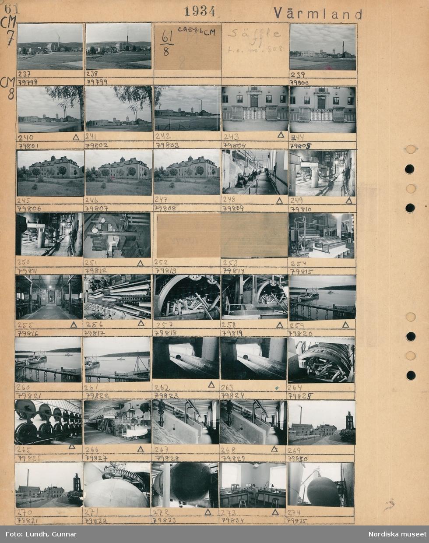 Motiv: Billeruds Aktiebolags fabriker rulle 5-12, Jössefors; Landskapsvy med industribyggnader.  Motiv: Billeruds Aktiebolags fabriker rulle 5-12, Säffle t.o.m. 808; Landskapsvy med industribyggnader, exteriör av byggnad med grind, exteriör av byggnad, interiör av industribyggnad, bilder av papperstillverkning med timmerstockar och maskiner, vy över hamn med fartyg och skog i bakgrunden.en man sitter i ett laboratorium.