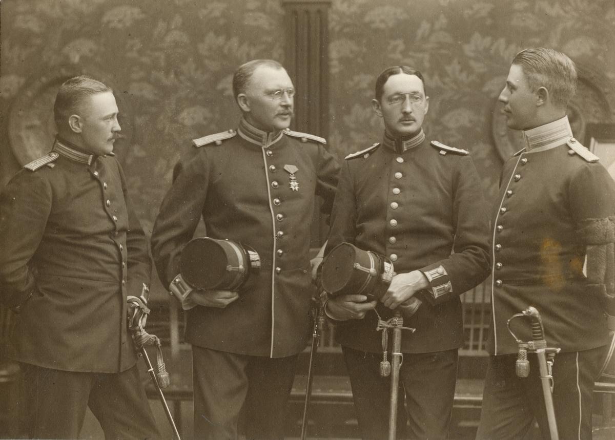 Officersporträtt tagna vid militärskolan i Gävle 1904-1905.