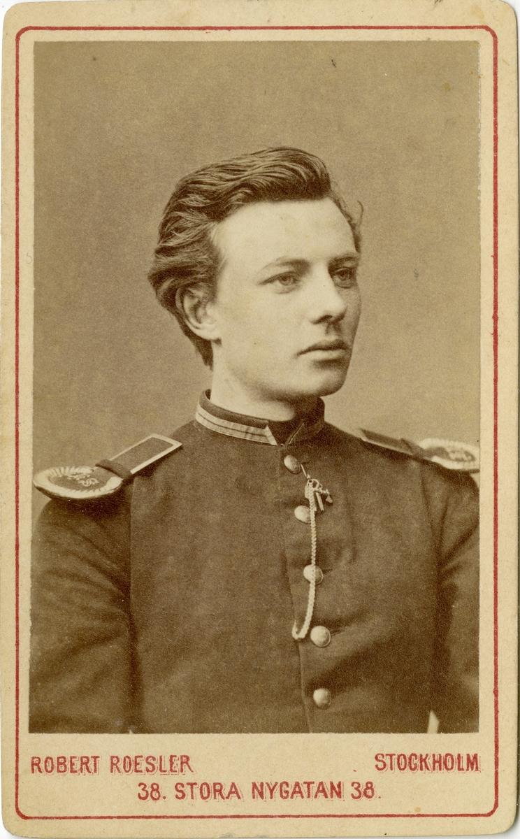 Porträtt av okänd kadett vid Krigsskolan Karlberg.