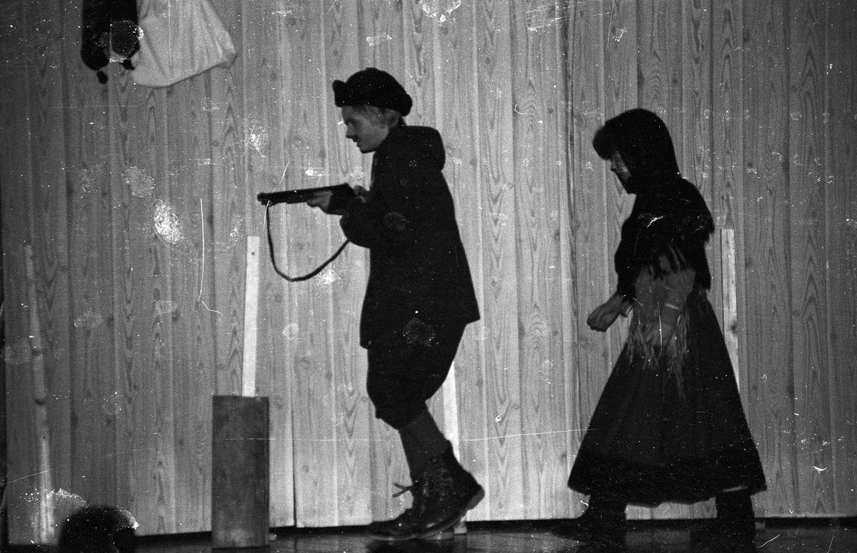 """Midtre Rælingen Vel Barneteater """" Dyrene i hakkebakkeskogen"""" fra 1985"""
