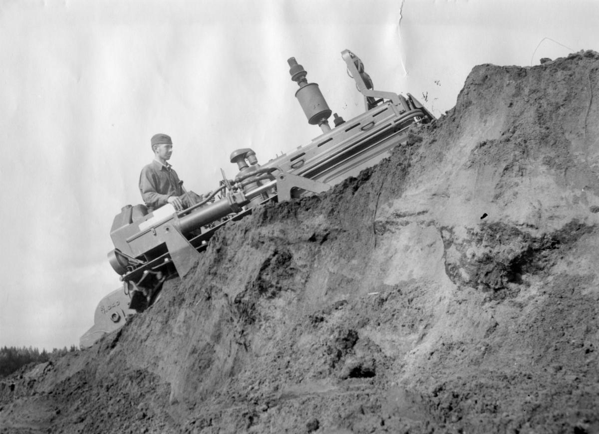 Bandtraktor, Caterpillar D4. Skillingaryds skjutfält.