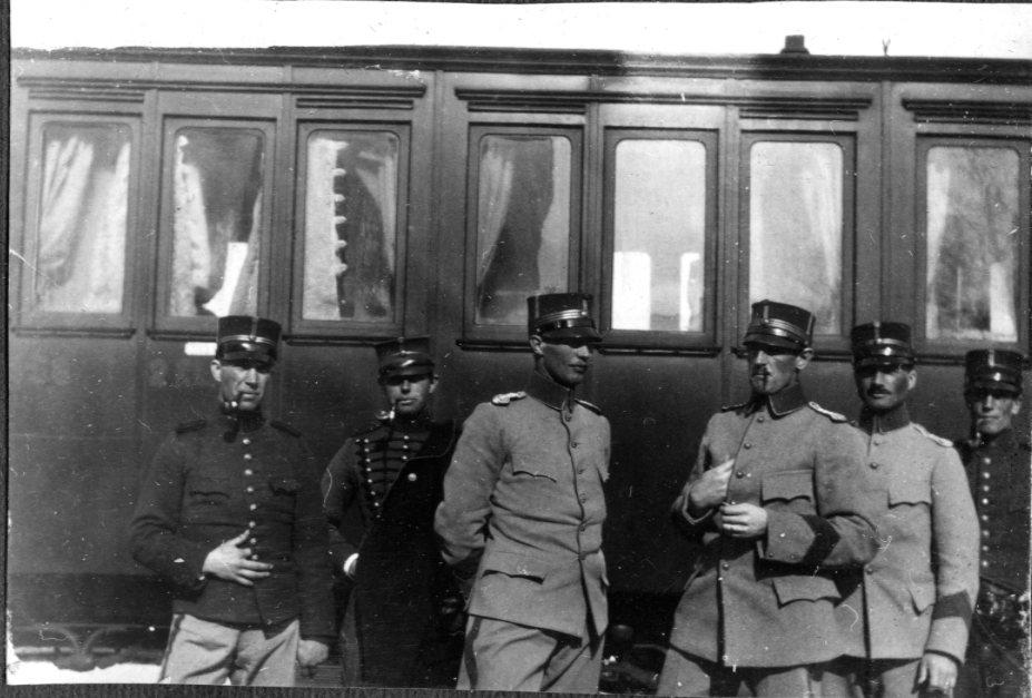 Gruppbild, framför tågkupé, A 3. .