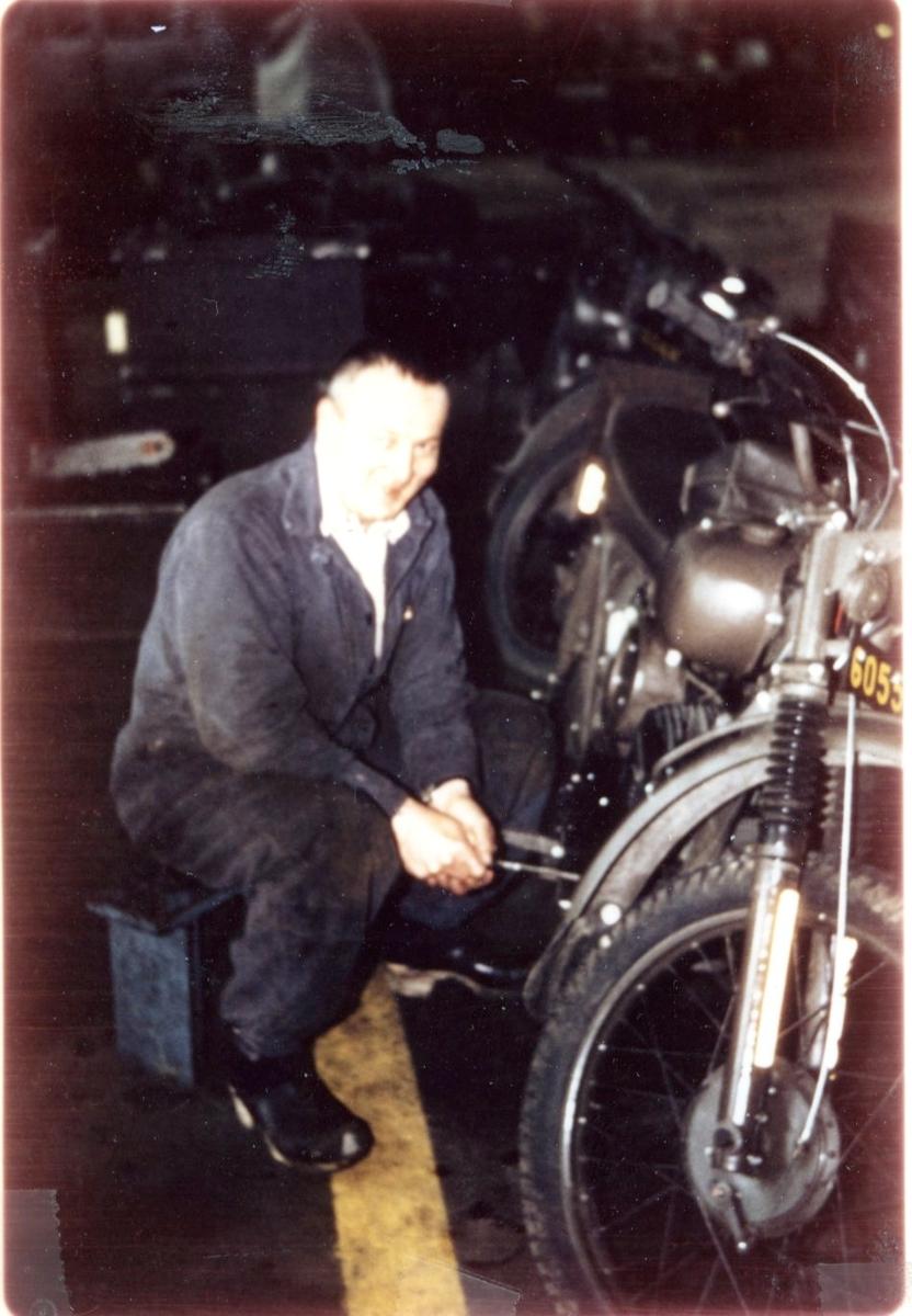Cedervall, Kurt (vid motorcykel).
