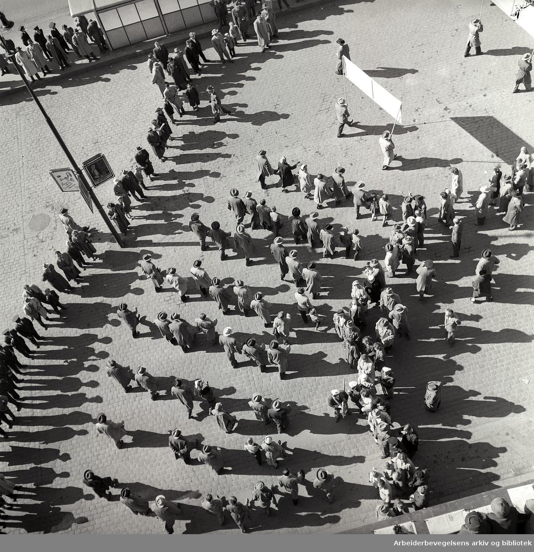 1. mai 1957, demonstrasjonstog på Youngstorget.