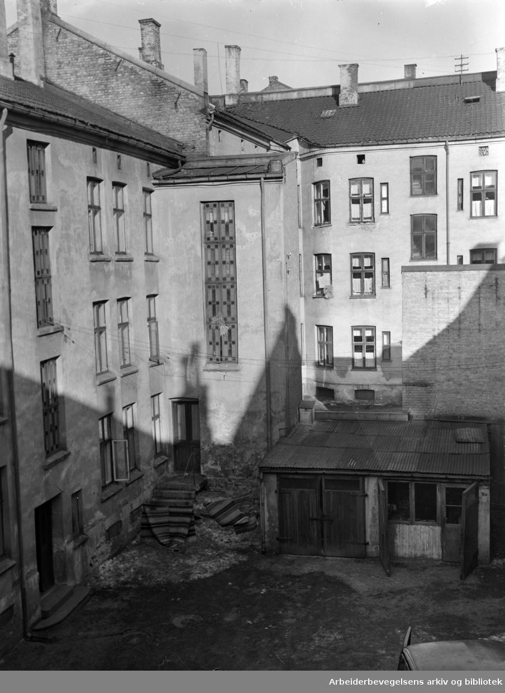 Grünerløkka: Gamle gårder- og bakgårder. Sanneringer. Mars 1952.