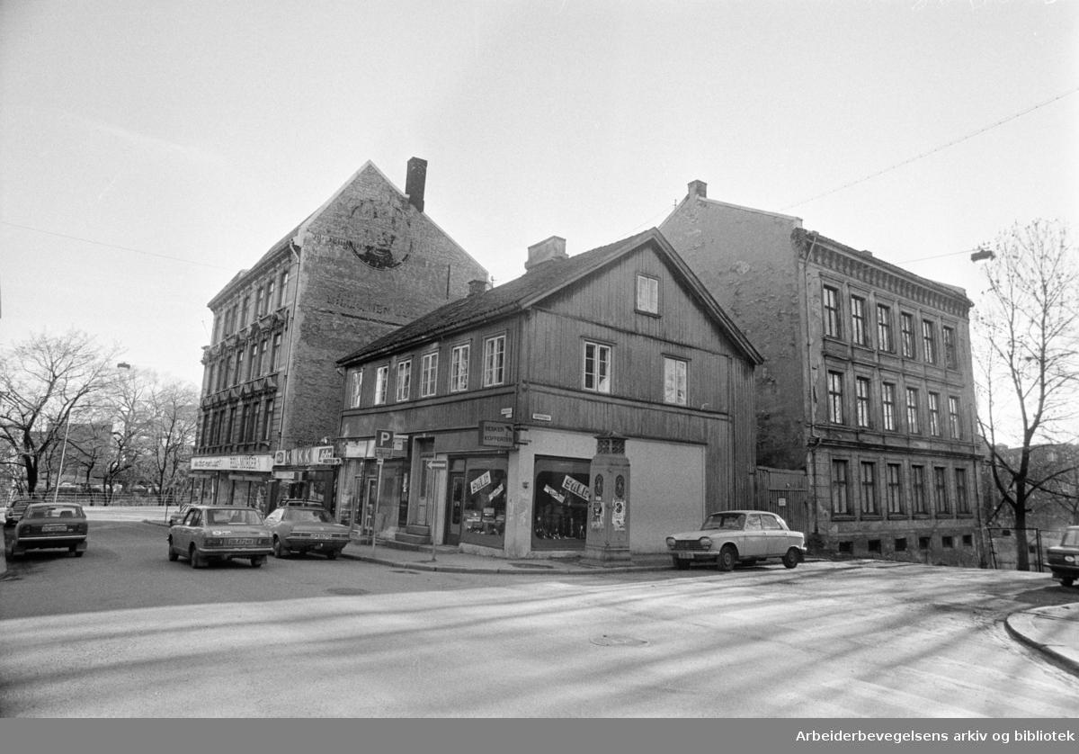 Grünerløkka: Krysset Markveien / Leirfallsgata. April 1978