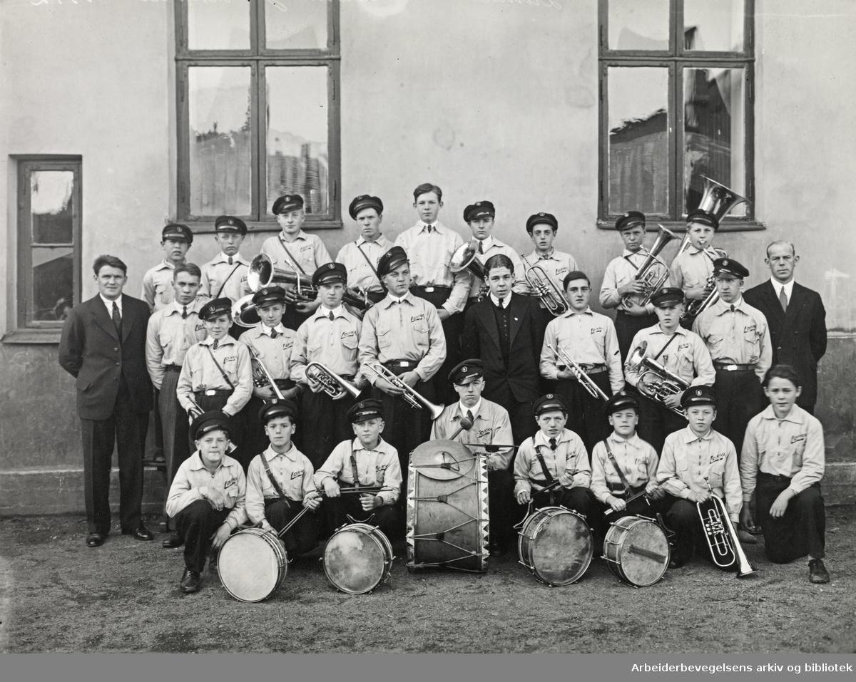"""""""Løkka""""-lagets musikkorps fotografert ca. 1930 på Grünerløkka i Oslo."""