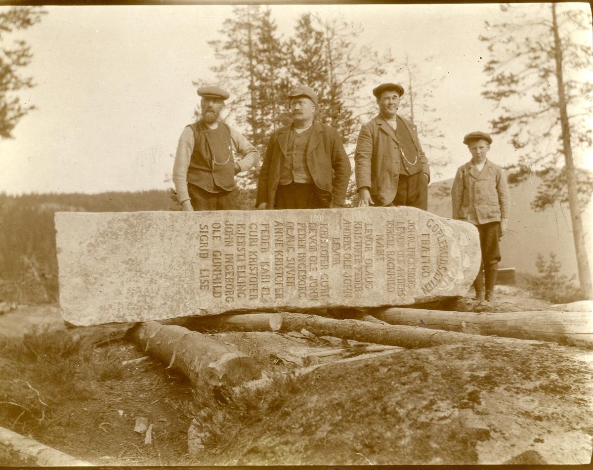 Reising av Goplerudsteinene på Vatneberget. Til minne om Goplerudslekta, 1920.