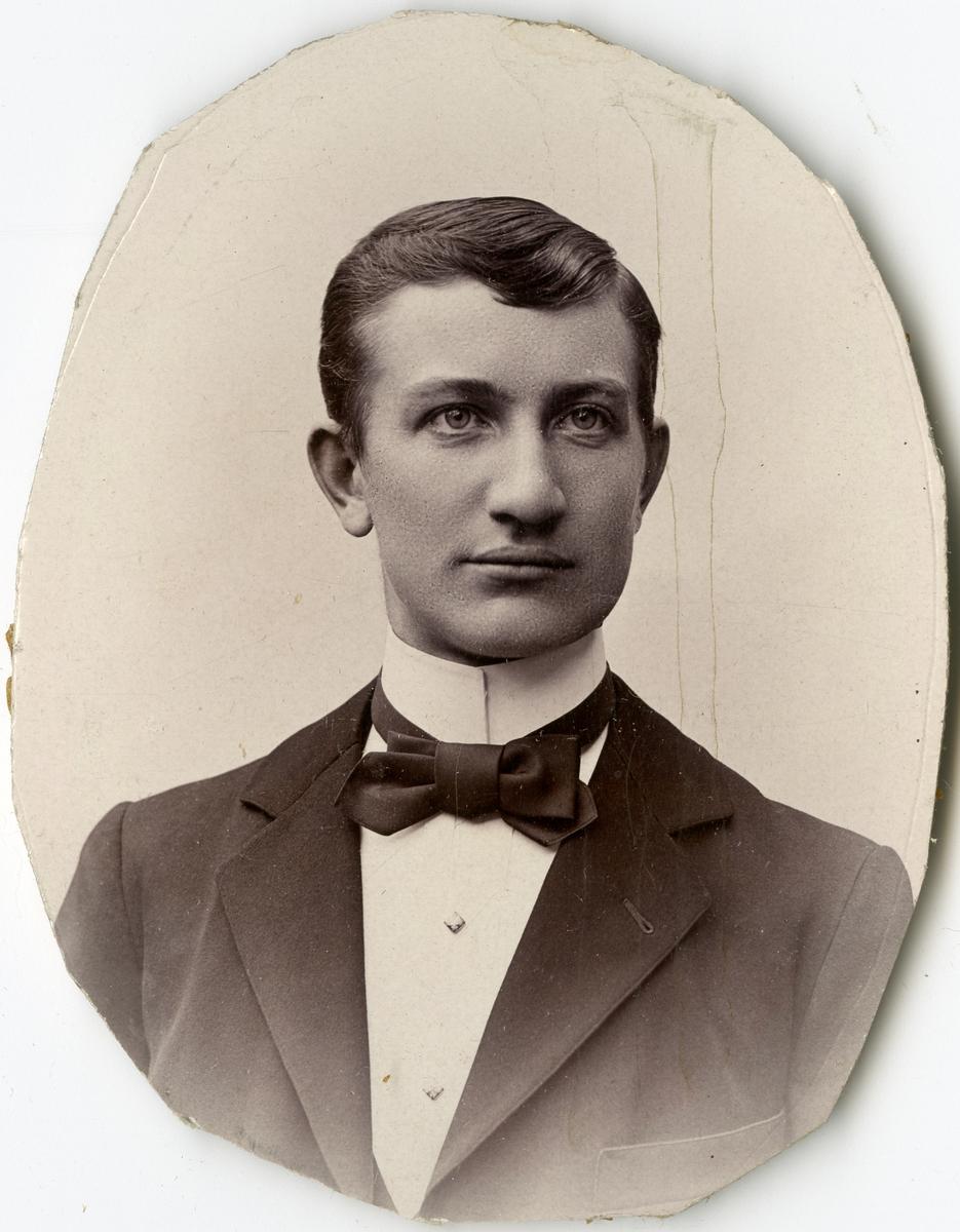 Porträtt av M. Johansson vid Stockholms Tyg-, ammunitions- och gevärsförråd.