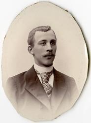 Porträtt av P. Lundblad vid Stockholms Tyg-, ammunitions- oc