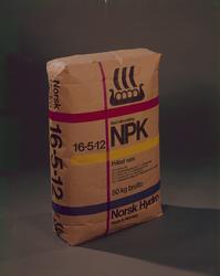 NPK-sekk med sort vikingskip logo.