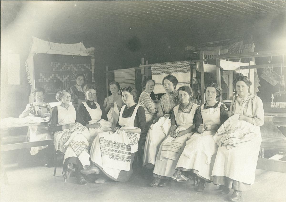 Jentekurs (sykurs) ved Vestoppland Folkehøgskule, 1911.