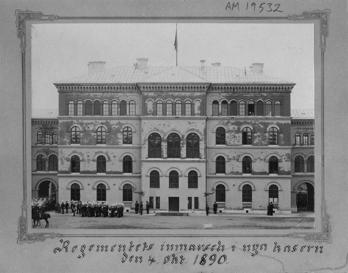Andra livgardet I 2 (Göta livgarde) flyttar in i nya kaserner på Linnégatan i Stockholm den 4 oktober 1890.
