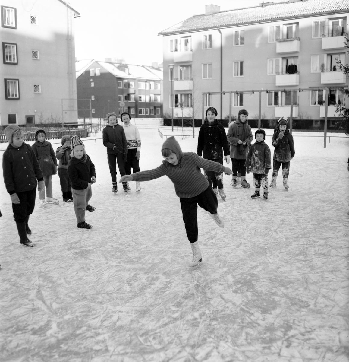 Skridkskoplan vid Parkvägen /Artillerigatan, Gävle. Den 23 januari 1957.