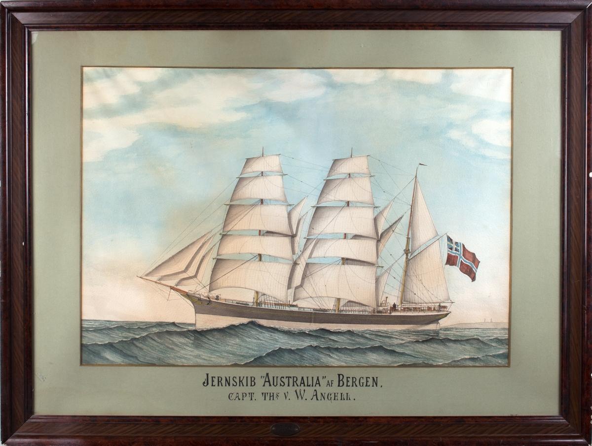 Skipsportrett av bark AUSTRALIA med full seilføring. Ser land bak i horrisonten. Fører unionsflagg akter.