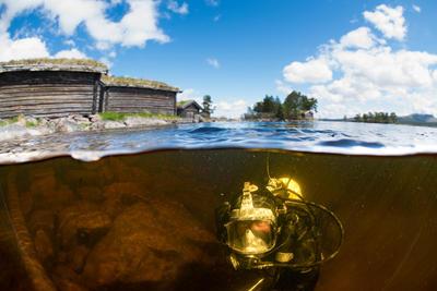 Arkeolog Elling Utvik Wammer på oppdrag i Sølensjøen