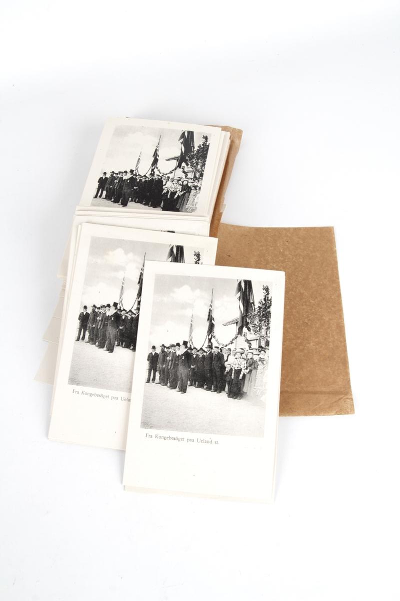 97 postkort med likt motiv, fotografi fra besøk av Kong Håkon VII.