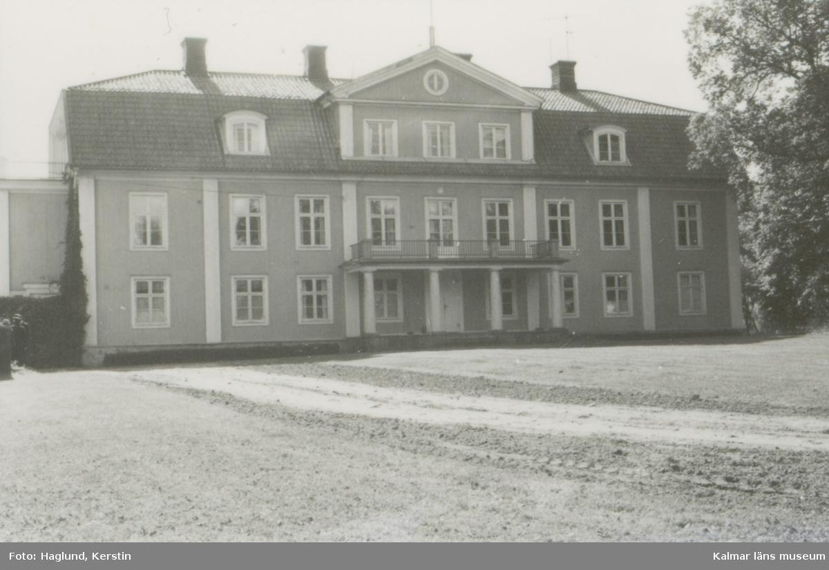 Värnanäs herrgård. Huvudbyggnaden, norra fasaden.