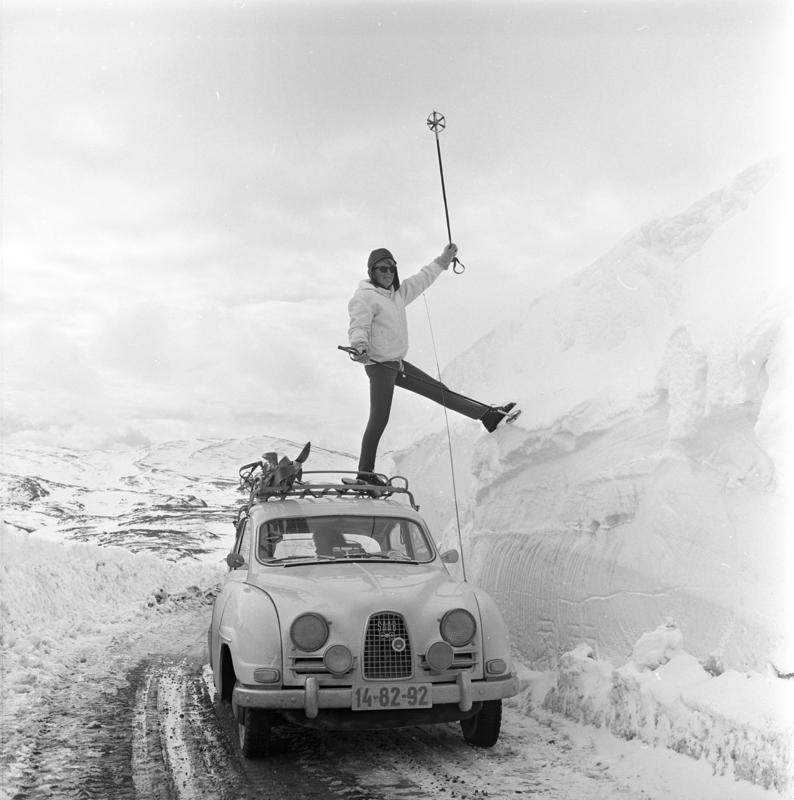 Bygdin, Vang, 1964. Fjellandskap. Høye brøytekanter.
