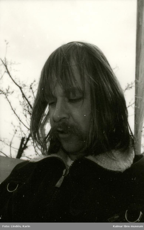 Foto:Karin Lindén, arkitekt, april 1995. Hur skall vi göra med tympanon på lusthuset?