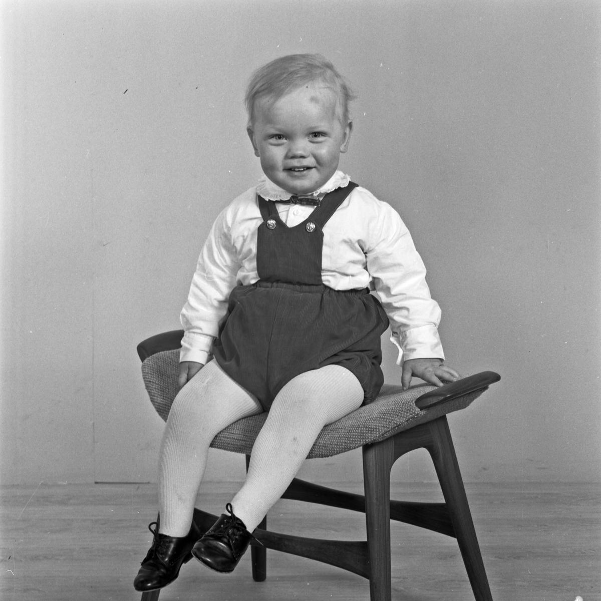 Portrett liten gutt - bestiller Anders Vikse
