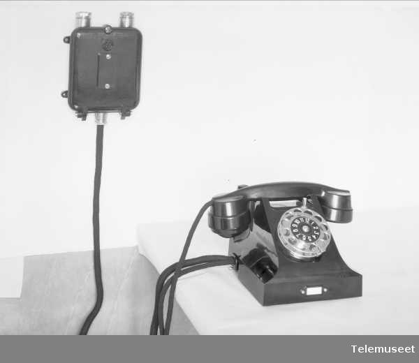 """Skipstelefon med linjevelger og koblingsboks for """"Olav Trygvason"""", Elektrisk Bureau."""