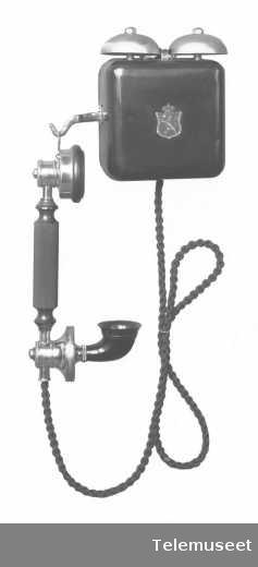 Telefon, cb, veggapparat i stål , med hengende tlf. Klokke 1000 ohm. 29.1.14. Elektrisk Bureau.