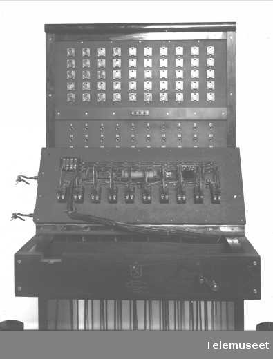 Telefonsentral, magneto snorveksler, ekspedisjonsplatens underside, 50 d.lj. 5.2.14. Elektrisk Bureau.